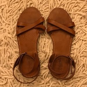 Leather flat sandals with criss-cross straps